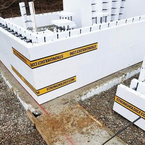 12-Stronghold-ICF-Blocks-Corner-Installation-on-concrete-footer